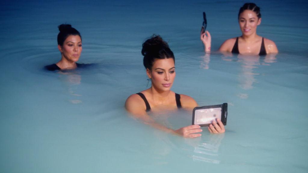 Un ba o con las kardashians fox series pel culas for Living with the kardashians full episodes